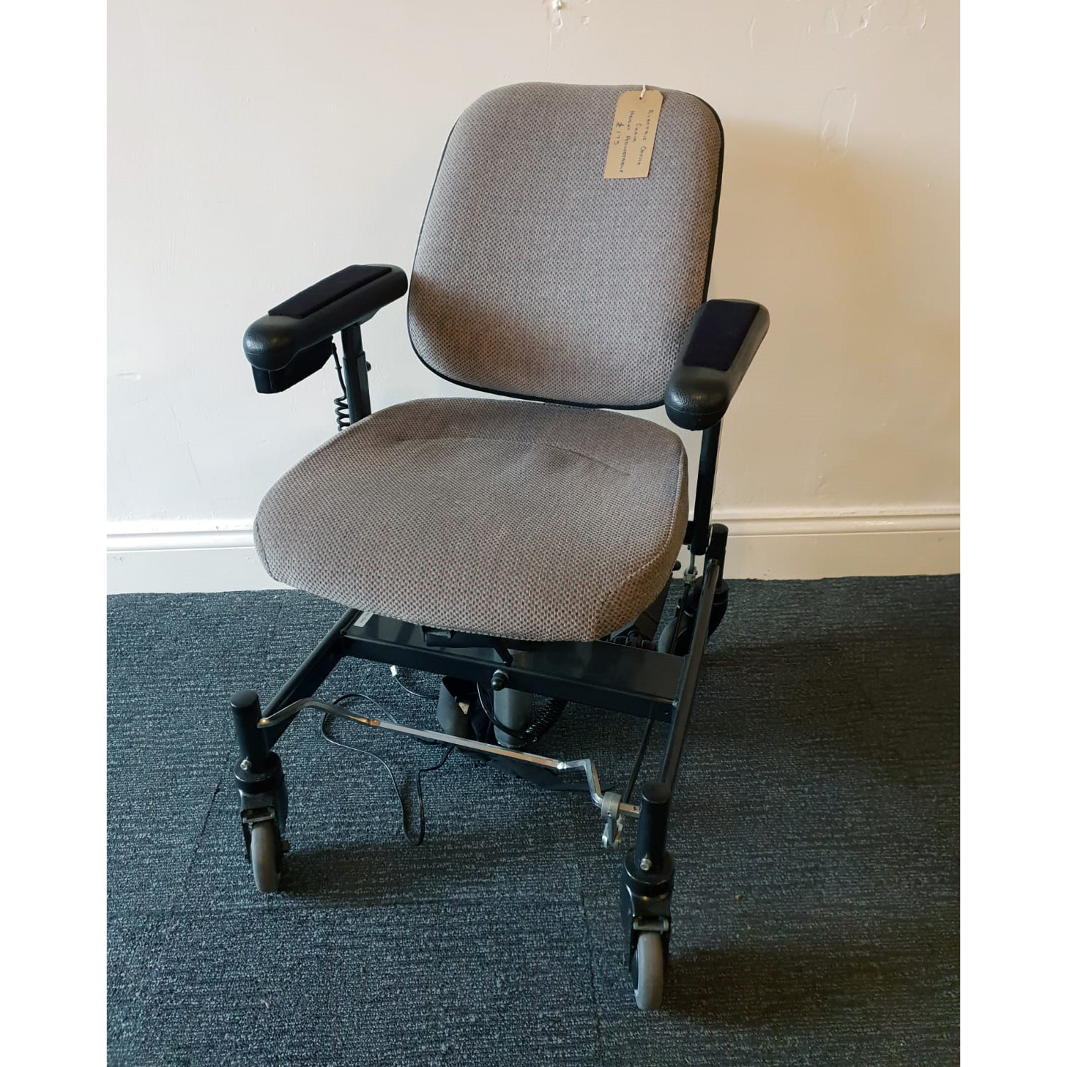s_2018_10_24-office-chair