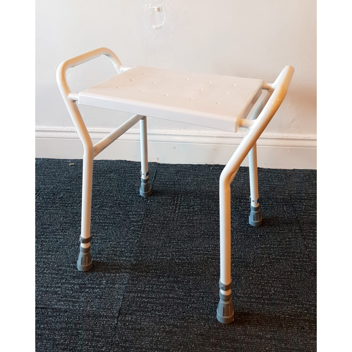 s_2018_11_03-shower-stool