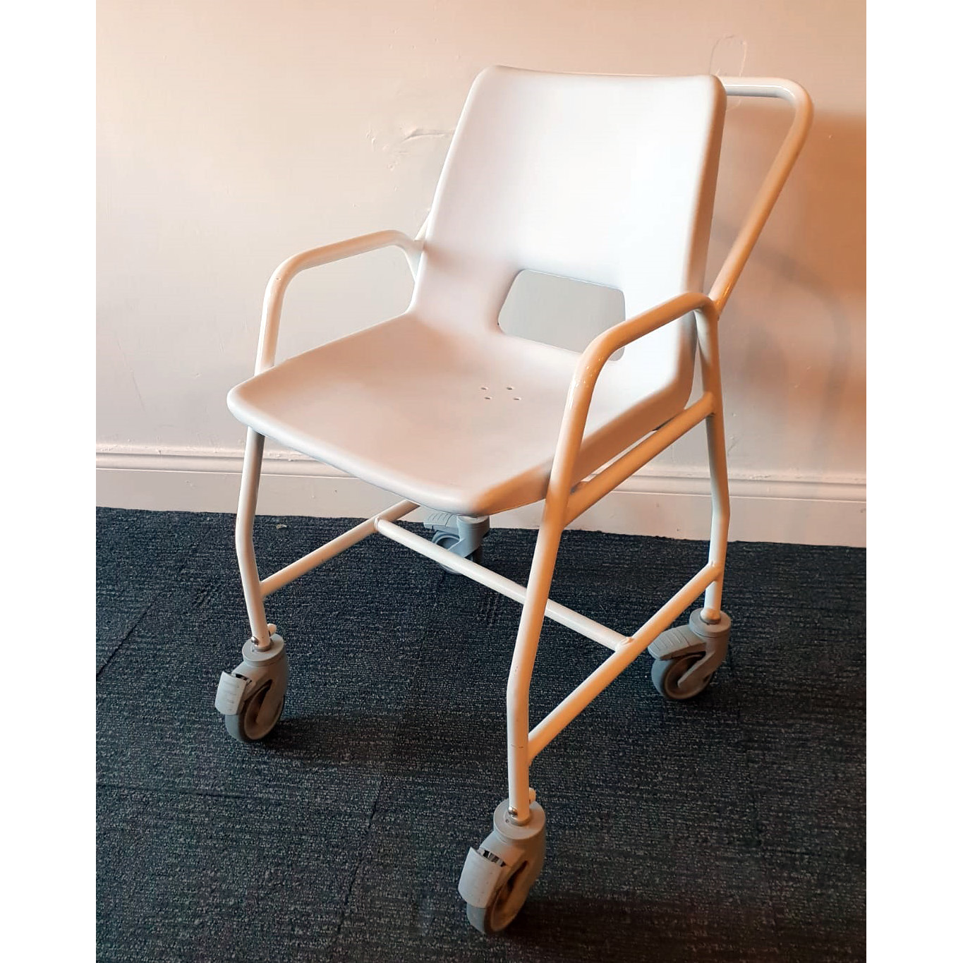 s_2018_11_03-wheeled-shower-chair