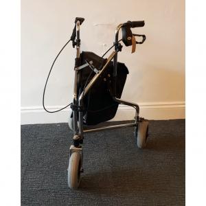 s_2018_10_24-three-wheel-walker